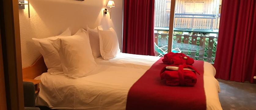 france_portes-du-soleil_morzine_hotel-bel-alpe_bedroom2.jpg